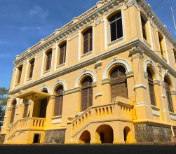 French-colonial-building-kratie.jpg